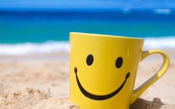 إرسم على شفتيك إبتسامة دائمية