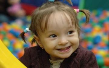 كيف نربي طفلاً سعيداً؟