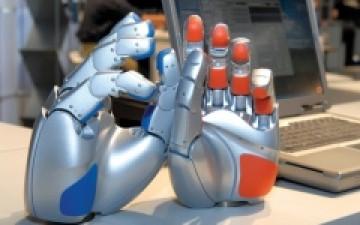 ذراع روبوتية للمصابين بشلل العمود الفقري