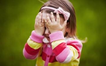 الخجل الاجتماعي وأثره النفسي على شخصية الطفل