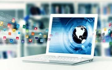 الكمبيوتر والإنترنت.. عالم المراهق الرقمي