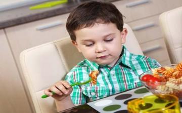 تعليم الطفل آداب تناول الطعام