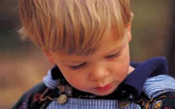 كيف نتعامل مع الطفل إذا كذب؟