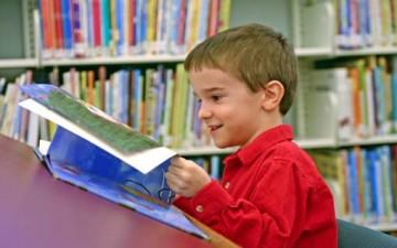 القراءة اليومية.. تجعل الطفل متفوقاً دراسياً ومتوازناً عاطفياً