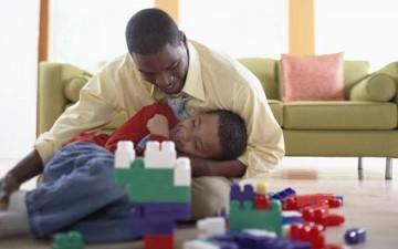 أهمية التحدث واللعب مع الطفل