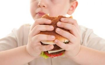 لماذا يعاني بعض الأطفال السمنة؟