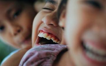10 فوائد صحية للضحك
