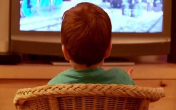 التلفاز.. خطر بالغ على صحة الطفل