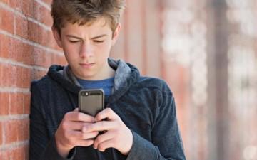 إدمان الإنترنت.. يؤثر على الصمت