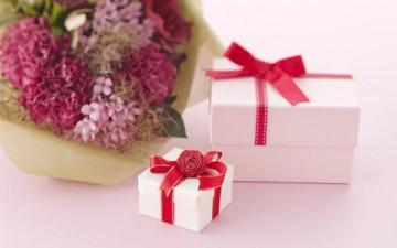 الهدايا.. رسائل رقيقة