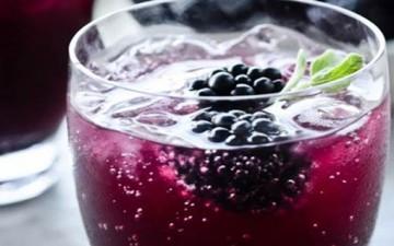 عصير توت العليق بماء الورد