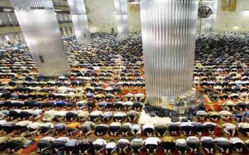 القيم والتقاليد الإسلامية في المجتمع الحديث