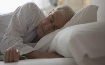 أسرار النوم المريح ليلاً لكبار السن