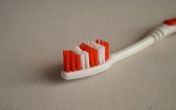 مشكلة رائحة الفم وطرق العلاج