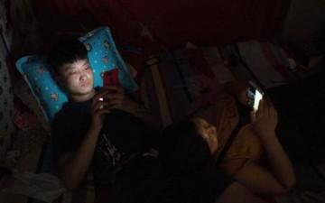 غرفة نوم من دون هاتف ذكي.. كيف ستتغير حياتك؟