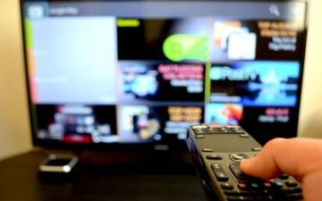 الساهرون أمام التلفاز في رمضان.. ليلهم نهار ونهارهم ليل
