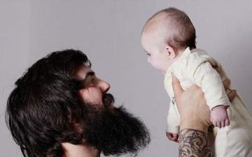 أب يكفّ عن الحلاقة لمدة عام كامل ليستقبل مولوده الجديد في 2013