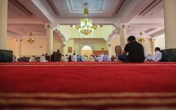 الإحسان إلى (المسجد)