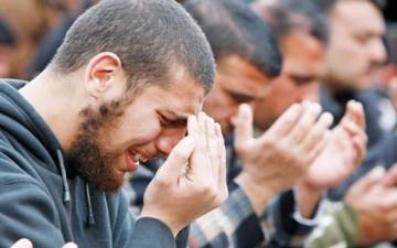 البكاء.. يجسد الولاء للحسين (ع)