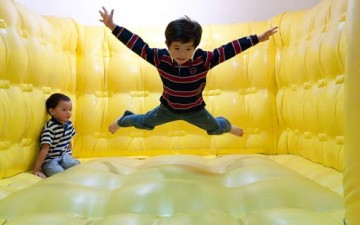 الأطفال واللعب في مراحل نموهم المختلفة