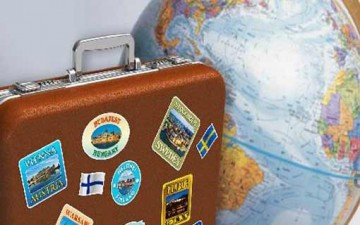 الكاش أم البطاقات الائتمانية.. ماذا تحمل معك في الإجازة؟
