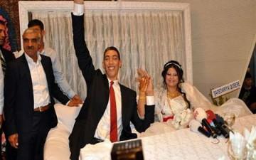 أطول رجل في العالم يتزوج سورية طولها 1.75م