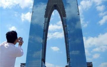 الصين تبني ناطحة سحاب على شكل «سروال جينز»