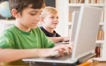 حماية الطفل من مخاطر العالم الرقمي
