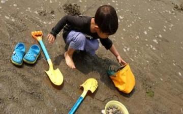 طفلان يحفران نفقاً للهروب من الروضة