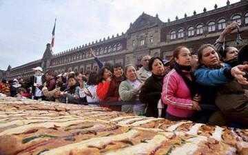 2000 شخص يعدون كعكة طولها 1440 متراً