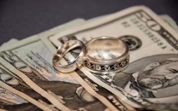 مال الزوجة.. بين الحق الشرعي ووصاية الزوج
