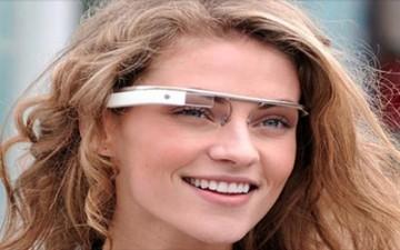 نظارات غوغل تدعم الارتباط بهواتف «آيفون» و«أندرويد»