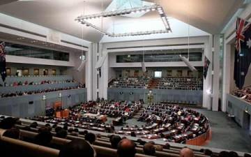 الفراش يغزو البرلمان الأسترالي