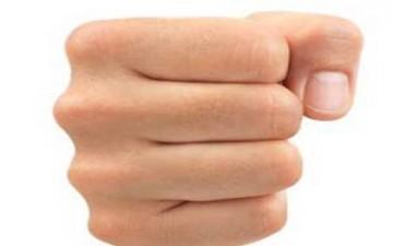شد قبضة اليد يخفف التوتر