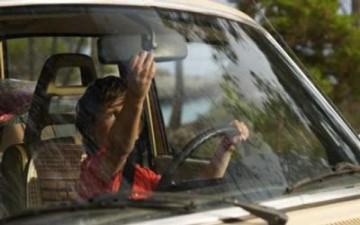 صبي يهرب بسيارة والده ويقودها عبر أوروبا