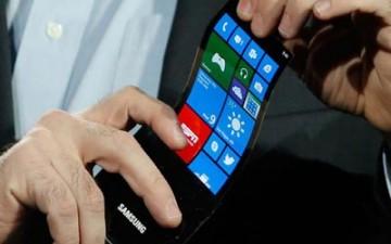 سامسونج تعتزم إنتاج أول هواتفها المزود بشاشة مرنة