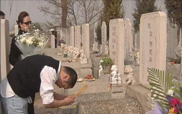 صينيون ينتحرون لضمان الحصول على قبر