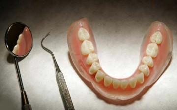 «طقم أسنان» يوقف المرور في مدريد