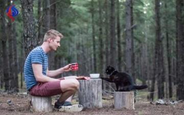يستقيل من وظيفته ليسافر مع قطته!